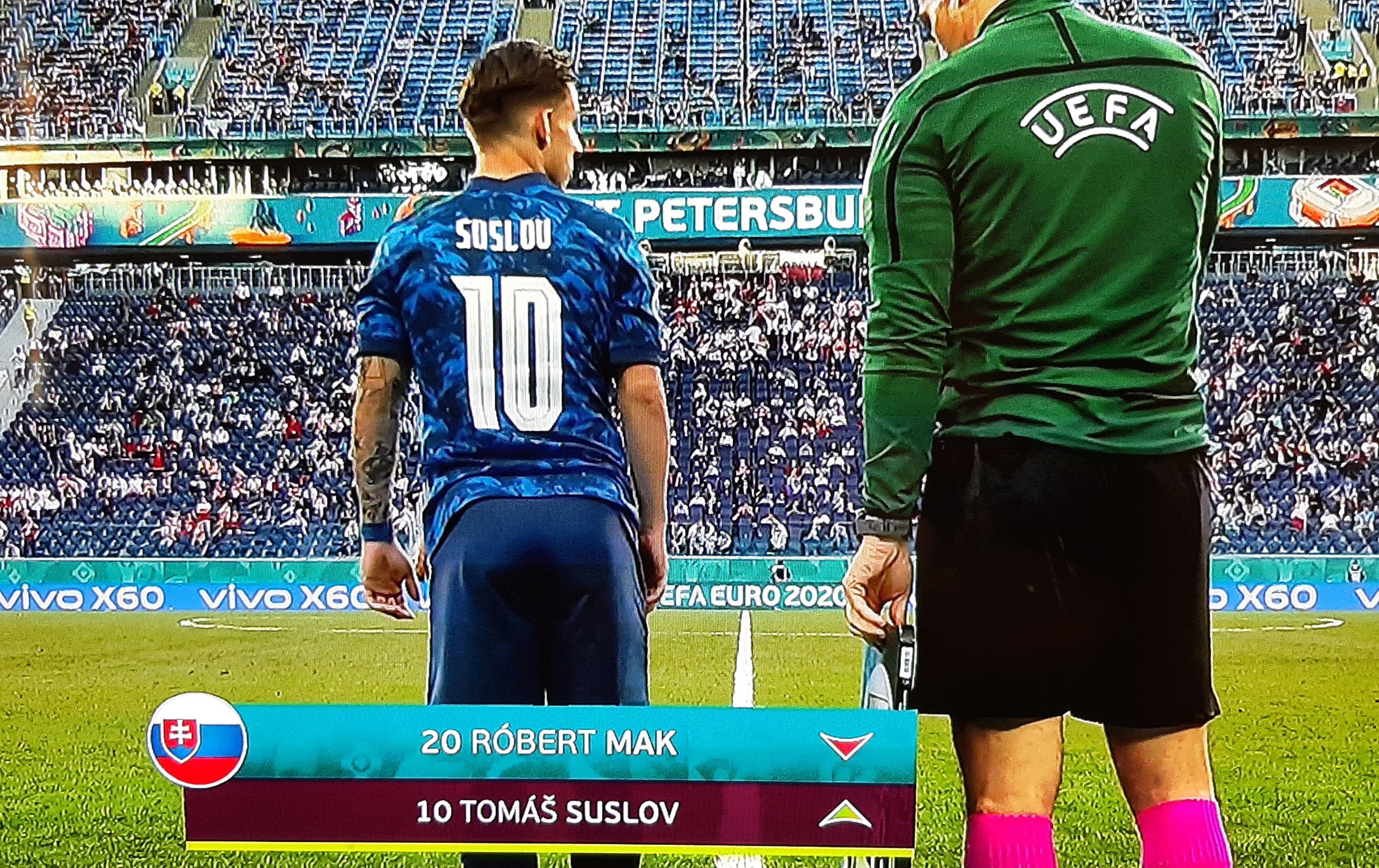 Tomas Suslov wint met Slowakije met 2-1 van Polen op het EK